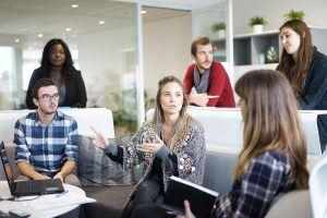 "La importancia de poner ""magia"" para liderar tu empresa - empleados 300x200"