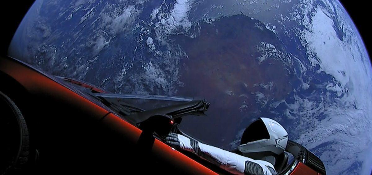 Un coche Tesla en el espacio, ¿la realidad supera a la ficción? #DebateIEBS - tesla coche