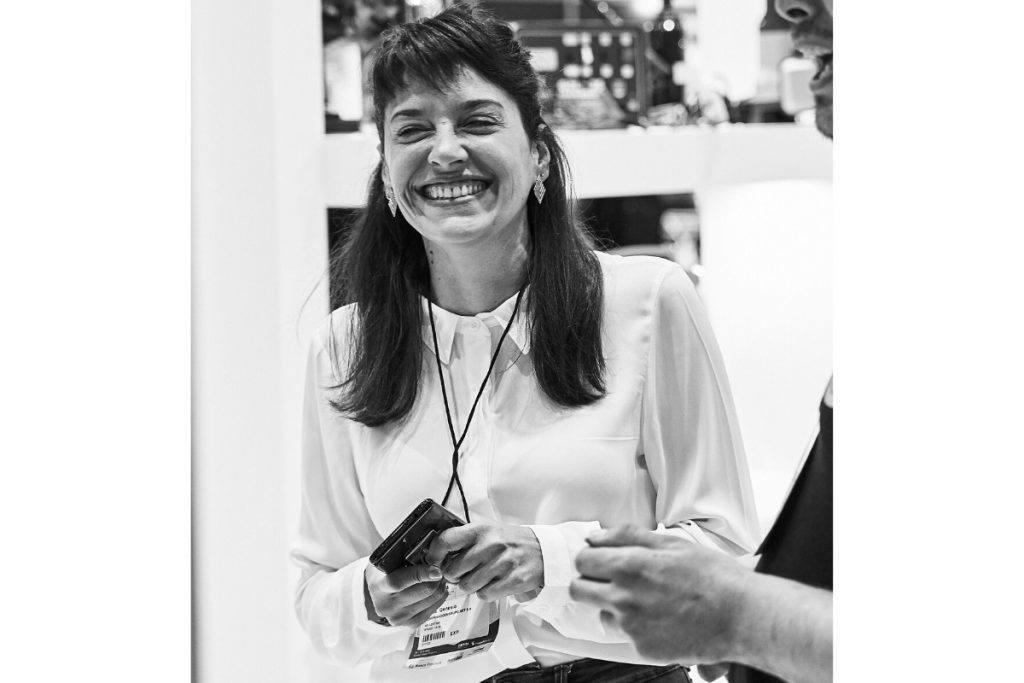 """""""Una de las cosas que más me gustó de IEBS fue no percibir que estaba realizando un curso a distancia"""" Paula Genesio, alumna de IEBS - entrevista Paula Genesio 2 1024x683"""