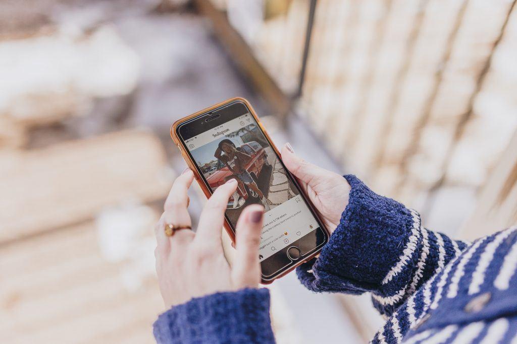 Anúncios no Instagram: como criar anúncios e anunciar no Instagram? - kate torline VeiqoYAEeis unsplash 1024x683